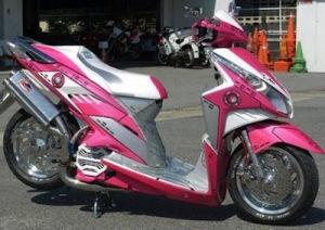motor-honda-vario-modif-pink-putih